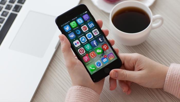 mobile-social-media-Copy