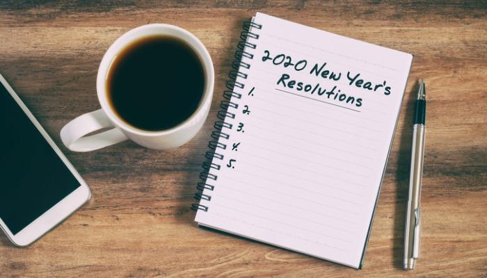 new-years-resolutions-text-on-notepad-picture-id1144811187